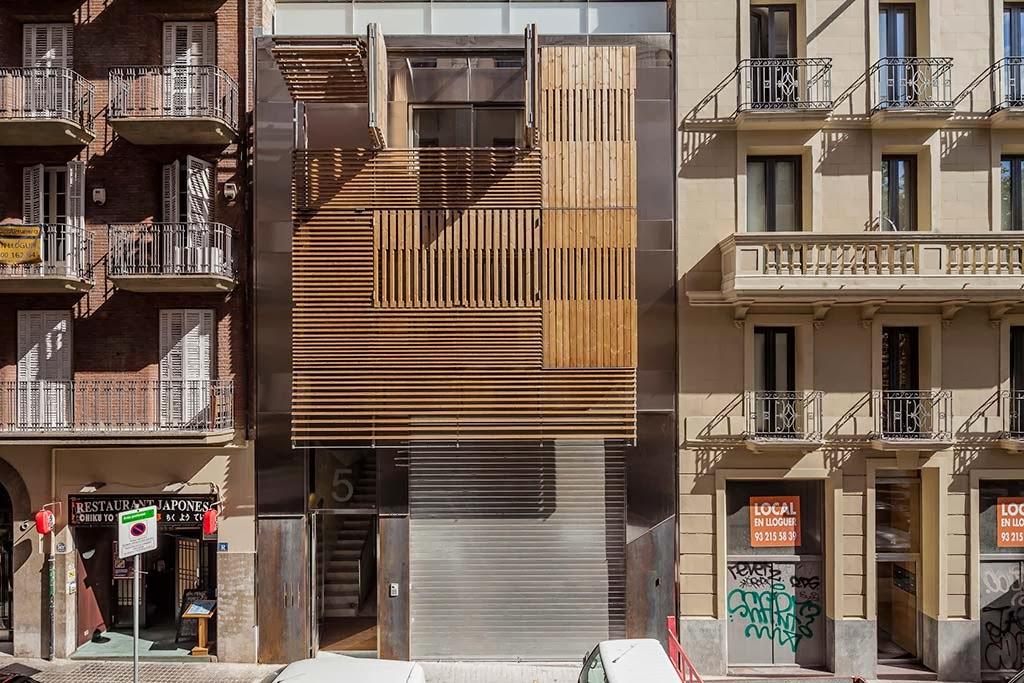 Pr dio misto em barcelona usa madeira de forma criativa - Maderas lamelas ...