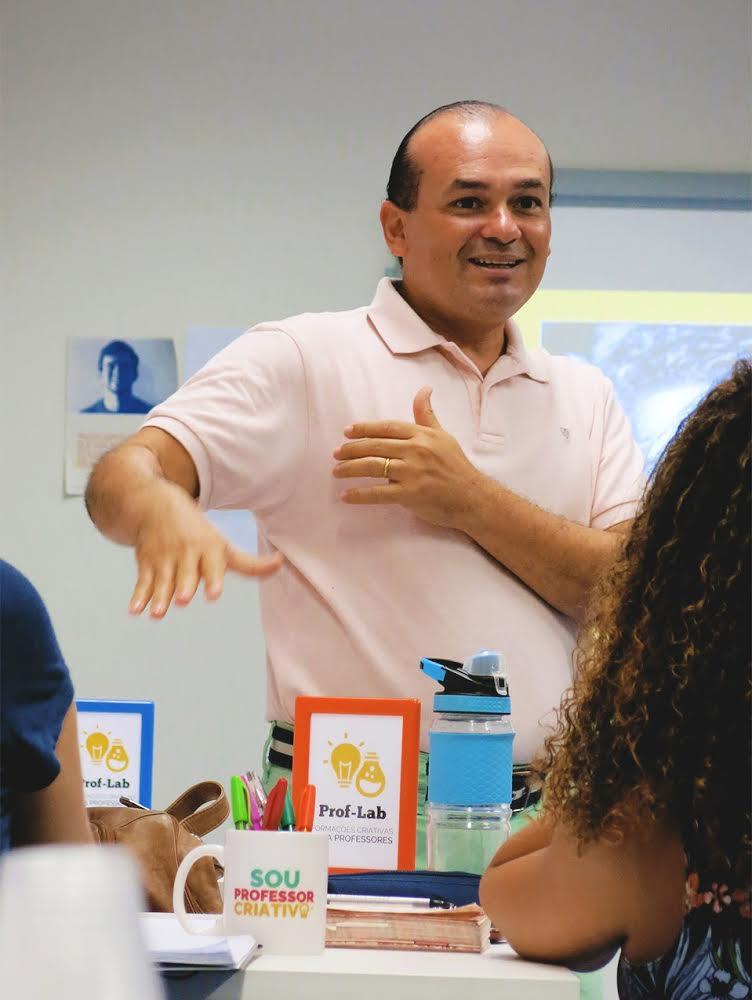 Alex Sandro Gomes, organizador e formador do Prof-Lab, em ação. Foto: Karla Vidal