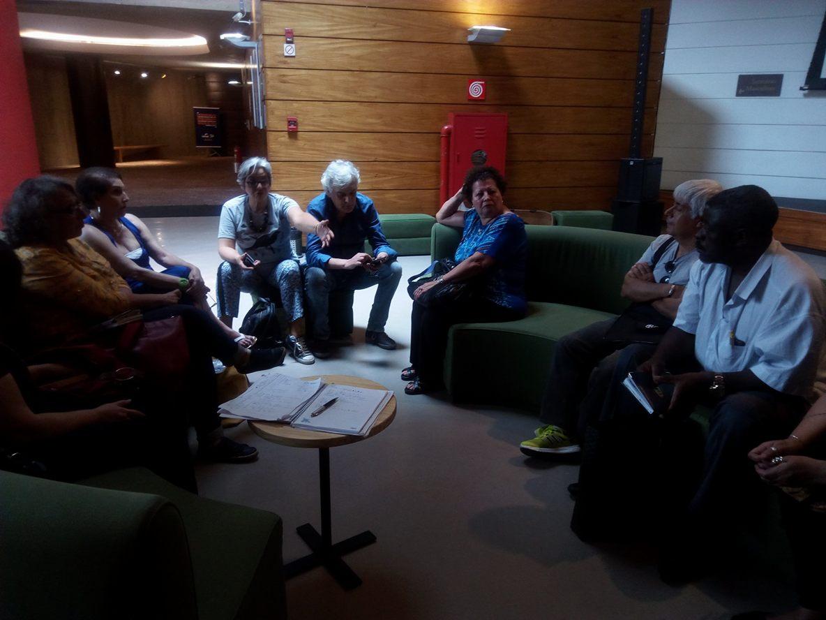 Artistas e Artesãos, membros associados da Rede de Economia Criativa Brasil se reuniram ontem - 09 de nov - para conhecer o espaço e prepararem a logística para a participação no Bazar de Natal da UNIBES Cultural.